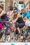 Sportar och vård- dag utomhus i Costa Brava i staden Palamos Roterande grupp 07 04 stad 2018 Palamos i Spanien Arkivfoton