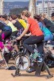Sportar och vård- dag utomhus i Costa Brava i staden Palamos Roterande grupp 07 04 stad 2018 Palamos i Spanien Arkivfoto