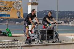 Sportar och vård- dag utomhus i Costa Brava i staden Palamos Roterande grupp 07 04 stad 2018 Palamos i Spanien Royaltyfria Foton