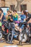 Sportar och vård- dag utomhus i Costa Brava i staden Palamos Roterande grupp 07 04 stad 2018 Palamos i Spanien Fotografering för Bildbyråer