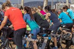 Sportar och vård- dag utomhus i Costa Brava i staden Palamos Roterande grupp 07 04 stad 2018 Palamos i Spanien Royaltyfri Bild