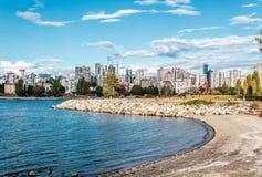 Sportar på Vanier parkerar nära den Kitsilano stranden i Vancouver, Kanada fotografering för bildbyråer
