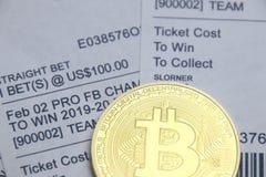 Sportar slå vad med bitcoin royaltyfri foto