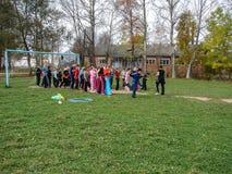 Sportar som utbildar studenter för att resa till ett möte i den Kaluga regionen av Ryssland Arkivbild