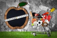 Sportausrüstungs-Warenkorb-Steinwandapfel lizenzfreie abbildung