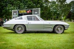 Sportauto Chevrolet Corvette Sting Ray Coupe Stockbilder