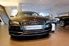 Sportback de Audi S7 no indicador no centro Singapore de Audi Fotos de Stock