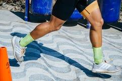Sportbakgrund Running parcloseup av running skor Royaltyfri Bild