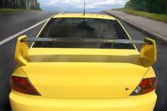 Sportbil på stadsvägen Royaltyfri Fotografi