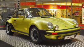 Sportbilar Porsche medel, muskelhjul Royaltyfria Bilder