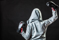 Sportboxerfrau im schwarzen Handschuhboxen Stockfotos