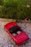 Sportcar sulla via del villaggio di Kemer in Turchia dentro può Immagini Stock Libere da Diritti