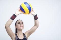 Sportconcepten en Ideeën Professionele Vrouwelijke Volleyballatleet Royalty-vrije Stock Afbeeldingen