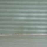 Sportello e pavimentazione in piastrelle d'acciaio di alluminio del rullo Immagine Stock
