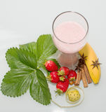 sporten een milkshake met fruit royalty-vrije stock afbeelding