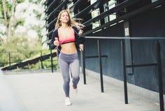 Sporten gör din kropp sund royaltyfria bilder