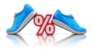 Sporten klumpa ihop sig på floorDiscountbegreppet med det blåa gymnastikskor och procenttecknet Arkivfoto