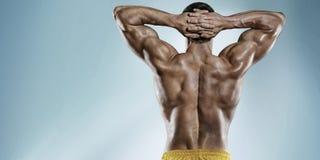 Sportenachtergrond Sterke atletische mens Stock Foto