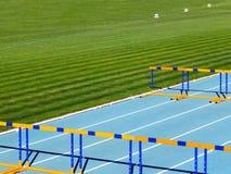 Sportenbarrière op de tredmolen dichtbij het stadion stock afbeeldingen