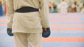 Sportenjonge geitjes - jongenssportmannen op karate - klaar voor strijd royalty-vrije stock fotografie