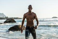 Sportenmens die in water lopen Stock Afbeeldingen