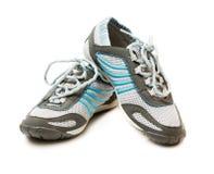 Sportenpaar schoenen op witte achtergrond royalty-vrije stock afbeeldingen