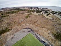 Sportenstadion met kunstmatige gras luchtmening, hommelmening Stock Foto