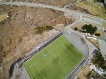 Sportenstadion met kunstmatige gras luchtmening, hommelmening Royalty-vrije Stock Fotografie