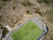 Sportenstadion met kunstmatige gras luchtmening, hommelmening Stock Afbeelding