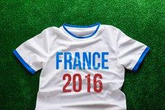 Sportent-shirt met het teken van Frankrijk 2016 tegen kunstmatig gras Royalty-vrije Stock Afbeelding