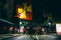 Sportenventilators die met Montenegro vlag marcheren royalty-vrije stock fotografie
