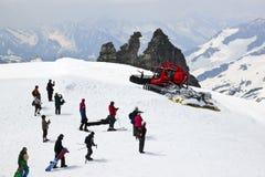 Sporters en sneeuwploeg bij de Hintertux-Gletsjer, Au Royalty-vrije Stock Foto