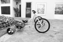 Sportfahrrad oder -dreirad mit drei Rädern lizenzfreies stockbild