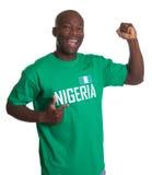 Sportfan von Nigeria ist glücklich stockfoto