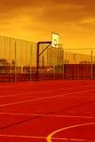 Sportfeld mit synthetischem Rasen und verschiedenen Markierungen Stockfoto