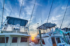 Sportfishing小船看法在小游艇船坞的 免版税库存照片