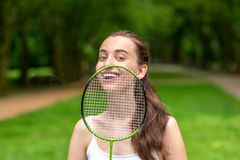 Sportfrau, die Badminton spielt Lizenzfreies Stockfoto