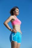 Sportfrau, die intelligente Uhr trägt Lizenzfreies Stockbild