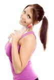 Sportfrau mit Flaschenwasserlächeln Stockfoto