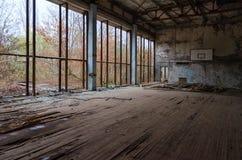 Sporthal van zwembad Azuurblauw in volkomen verlaten spookstad van Pripyat in de vervreemdingsstreek van Tchernobyl, de Oekraïne stock foto