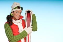 Sportief maniermeisje klaar voor de wintersport Stock Foto