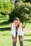 Sportieve vrouw in het park Stock Fotografie