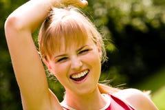 Sportieve vrouw met gelukkige glimlach Royalty-vrije Stock Fotografie