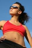 Sportieve vrouw status royalty-vrije stock fotografie