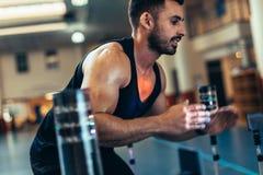 Sportif améliorant la coordination d'oeil de main image stock