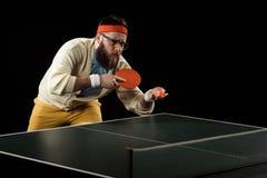 sportif jouant seul le ping-pong image libre de droits