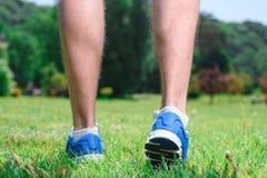 Sportif musculeux pendant la formation Images libres de droits