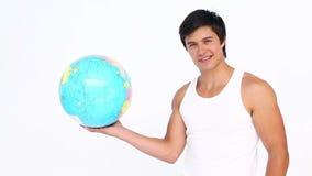 Sportif tournant un globe banque de vidéos