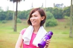 Sportig asiatisk flicka fotografering för bildbyråer