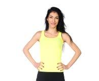 Sportig flicka i gul skjorta royaltyfri bild